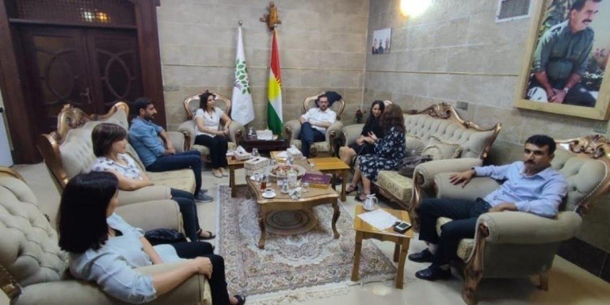 İsveç ten Erbil e giden heyet, HDP yle Öcalan fotoğrafı altında görüştü #1