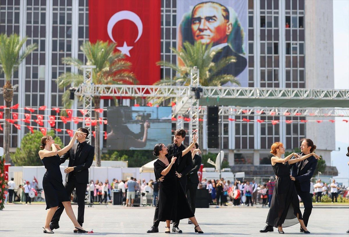 İzmir'in düşman işgalinden kurtuluşuna vals ile kutlama #1