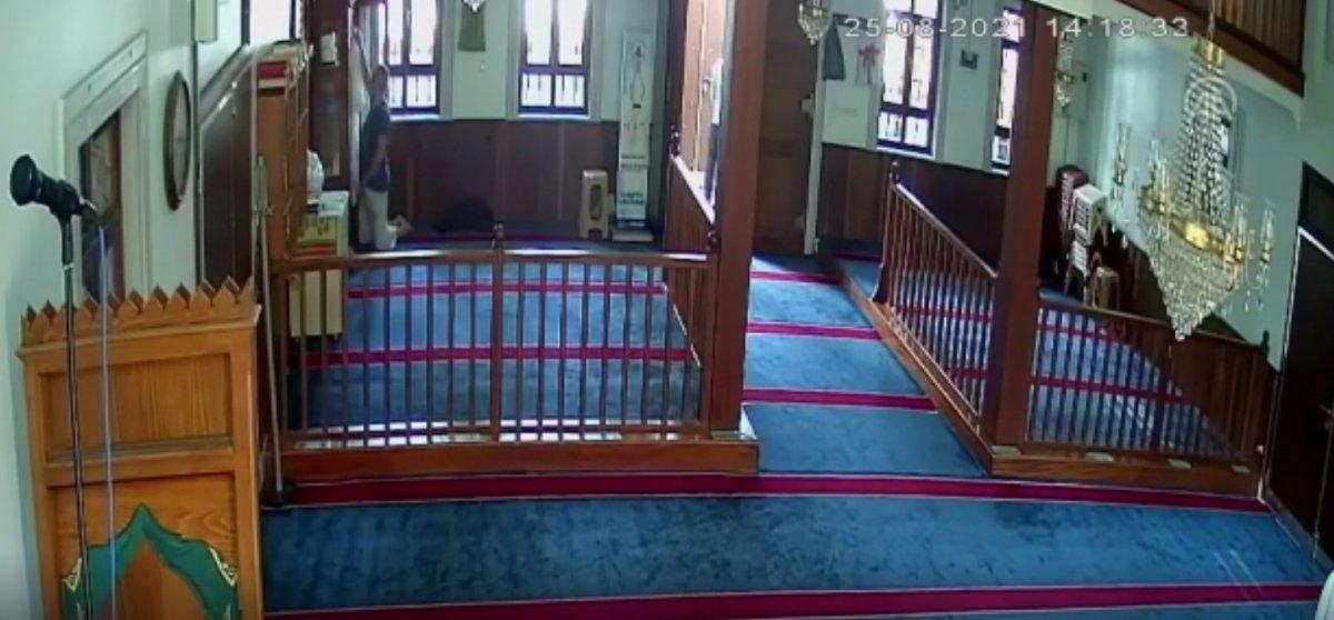 Kağıthane deki camide bu kez musluk değil cübbe çalındı #2