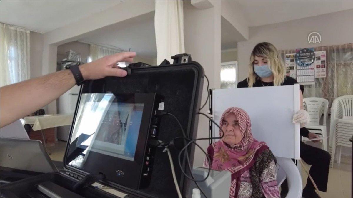 Karabük'te hasta ve yaşlılar için 'evde nüfus cüzdanı' uygulaması #4