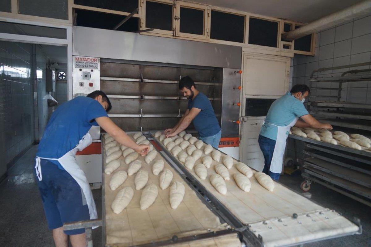 Kastamonu da çamurdan temizlenen fırında ekmek üretimine başlandı #1