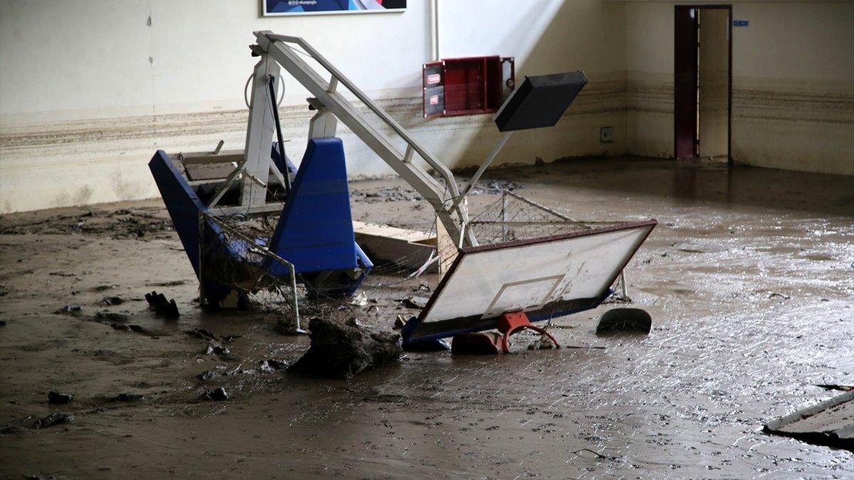 Kastamonu'daki sel felaketinde spor tesisleri de zarar gördü