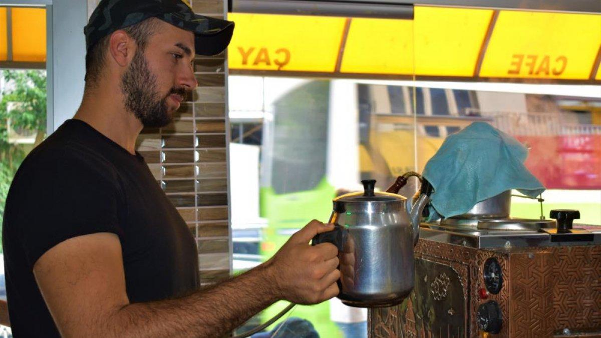 Kocaeli'de çaycılık yapan gencin videoları milyonlar tarafından izlendi