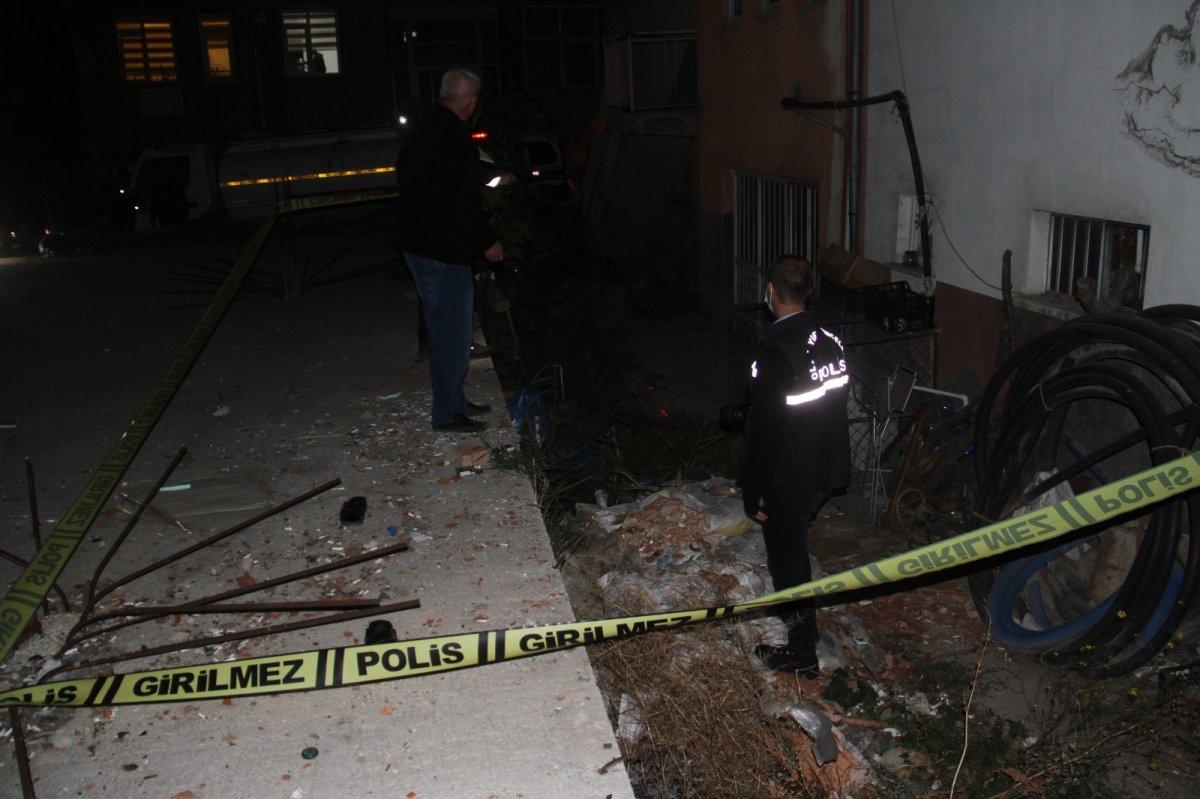 Konya da 5. kattaki balkondan düşen 8 yaşındaki çocuk yaşamını yitirdi #3