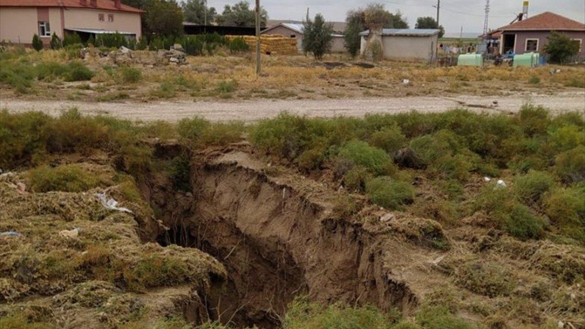 Konya'da toprak yüzeyde oluşan yarıkların AFAD raporu yayınlandı
