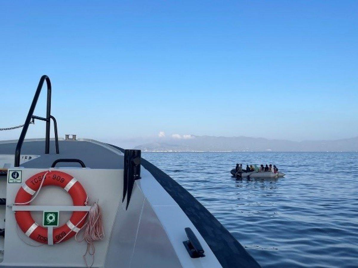 Kuşadası açıklarında 68 düzensiz göçmen kurtarıldı #2
