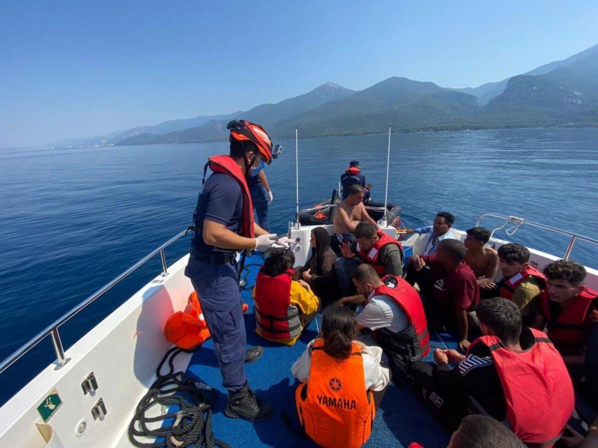 Kuşadası açıklarında 68 düzensiz göçmen kurtarıldı #5