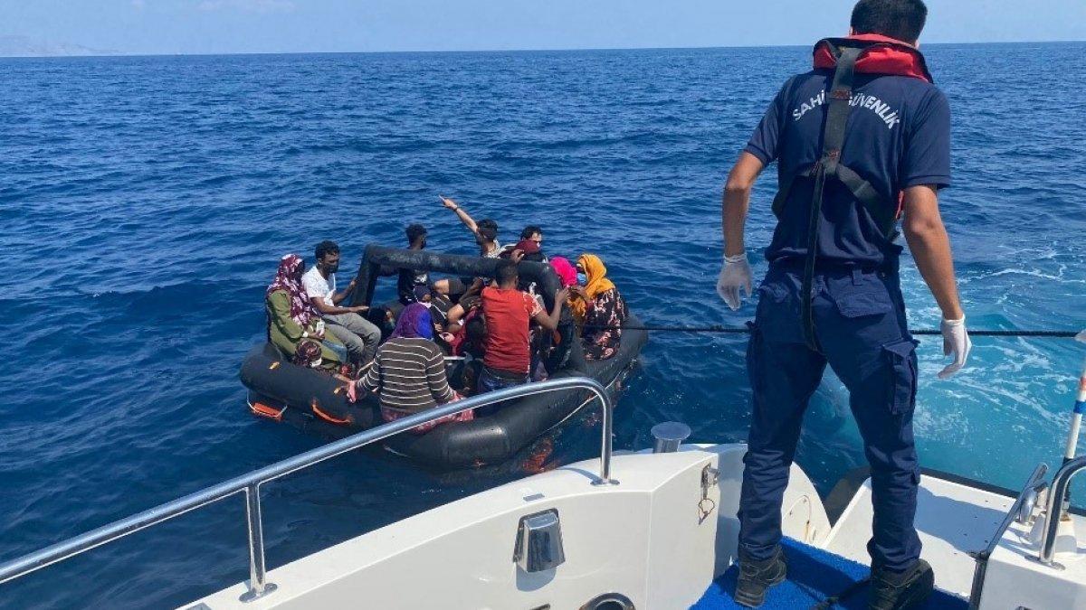 Kuşadası açıklarında 68 düzensiz göçmen kurtarıldı