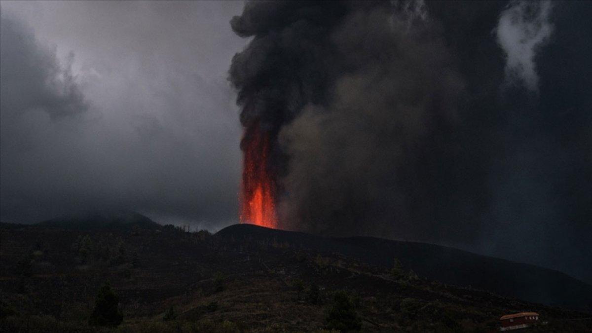 La Palma Adası'nda uçuşlar durduruldu