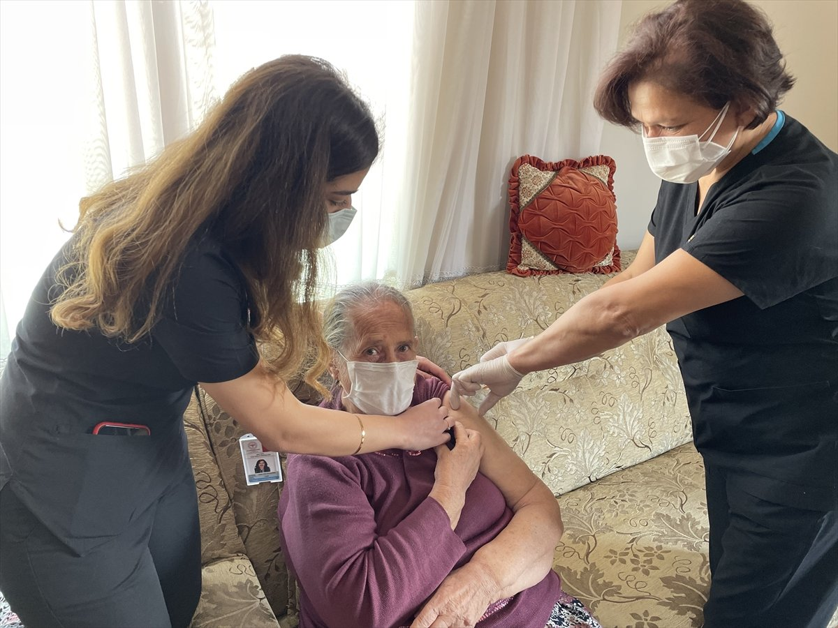 Maltepe'de, 65 yaş üzeri vatandaşlar evlerinde aşılandı #2