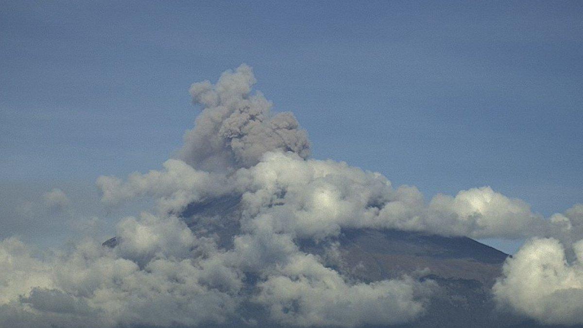 Meksika'daki Popocatepetl Yanardağı'nda iki kez patlama gerçekleşti