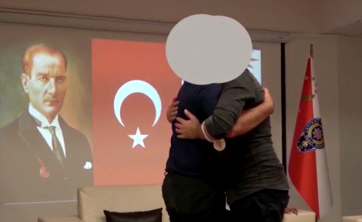 Mersin'de teslim olan terörist, ailesi ile buluşturuldu #1