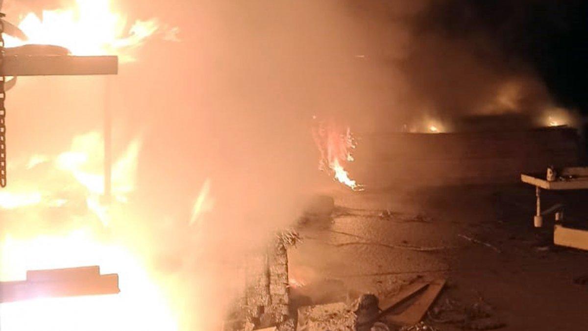 Muğla'daki santralin marangoz atölyesinde yangın çıktı