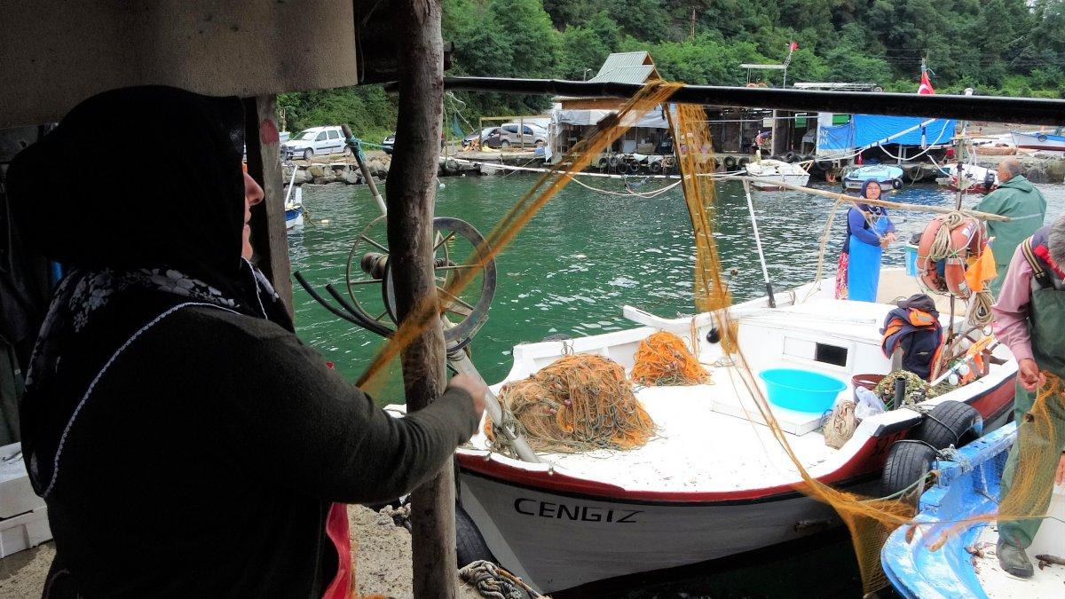 Ordu'da eşlerine yardım eden kadın balıkçılar #1