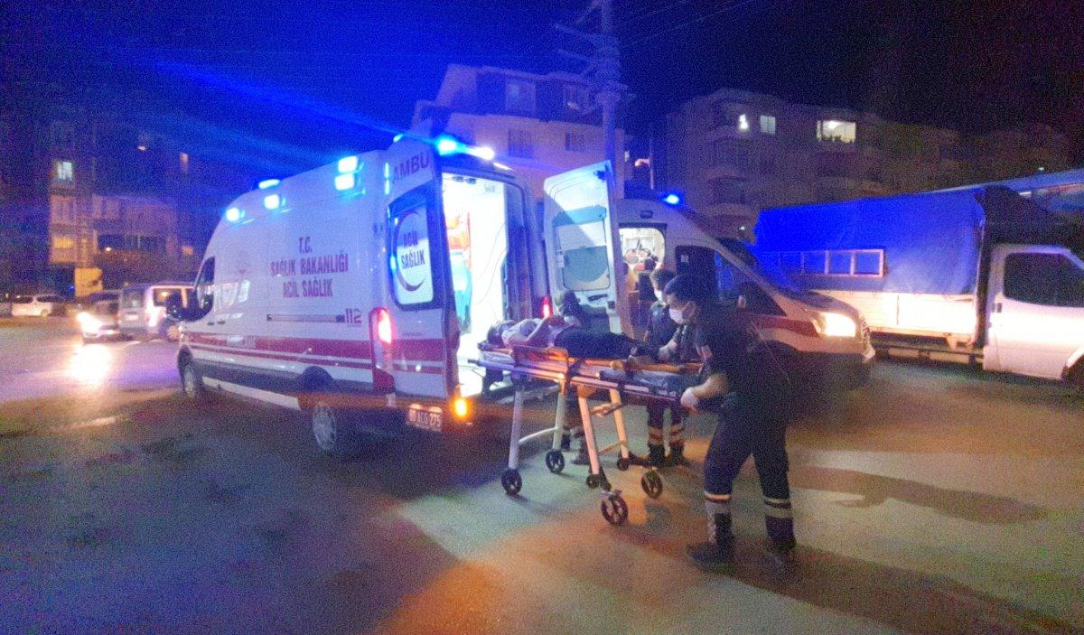 Osmaniye de iki araç çarpıştı: 3 yaralı #3