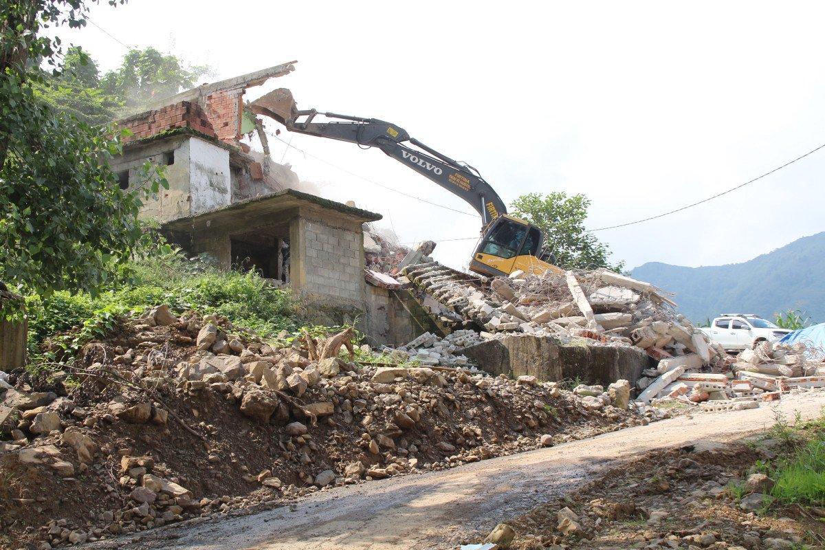 Rize'de heyelan riski altındaki yapıların yıkımı başladı #5