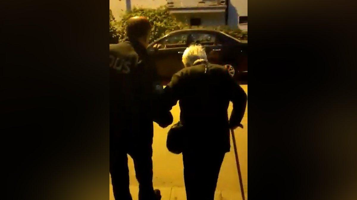 Sakarya'da yaşlı kadın ısrar edince, polis evine bıraktı