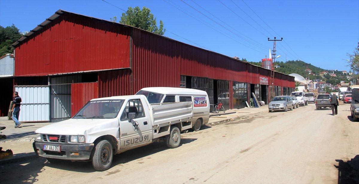 Sinop'ta sel mağduru esnaf, geçici iş yerlerine yerleştirildi #3