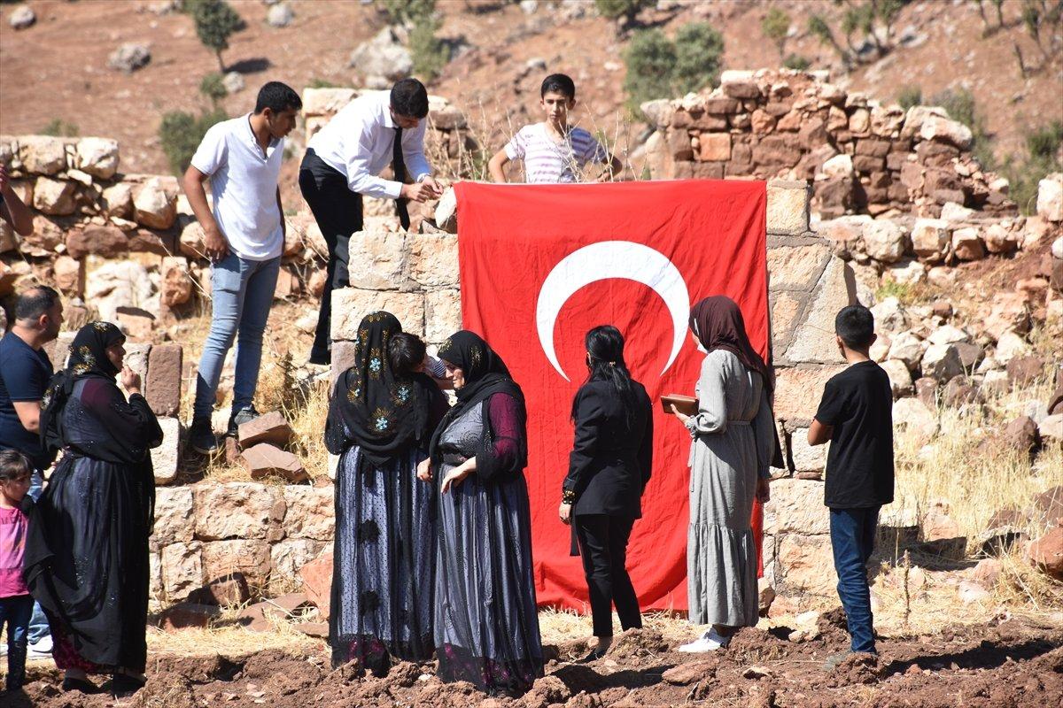 Şırnak'ta, PKK'nın 12 kişiyi katlettiği eve Türk bayrağı asıldı #1