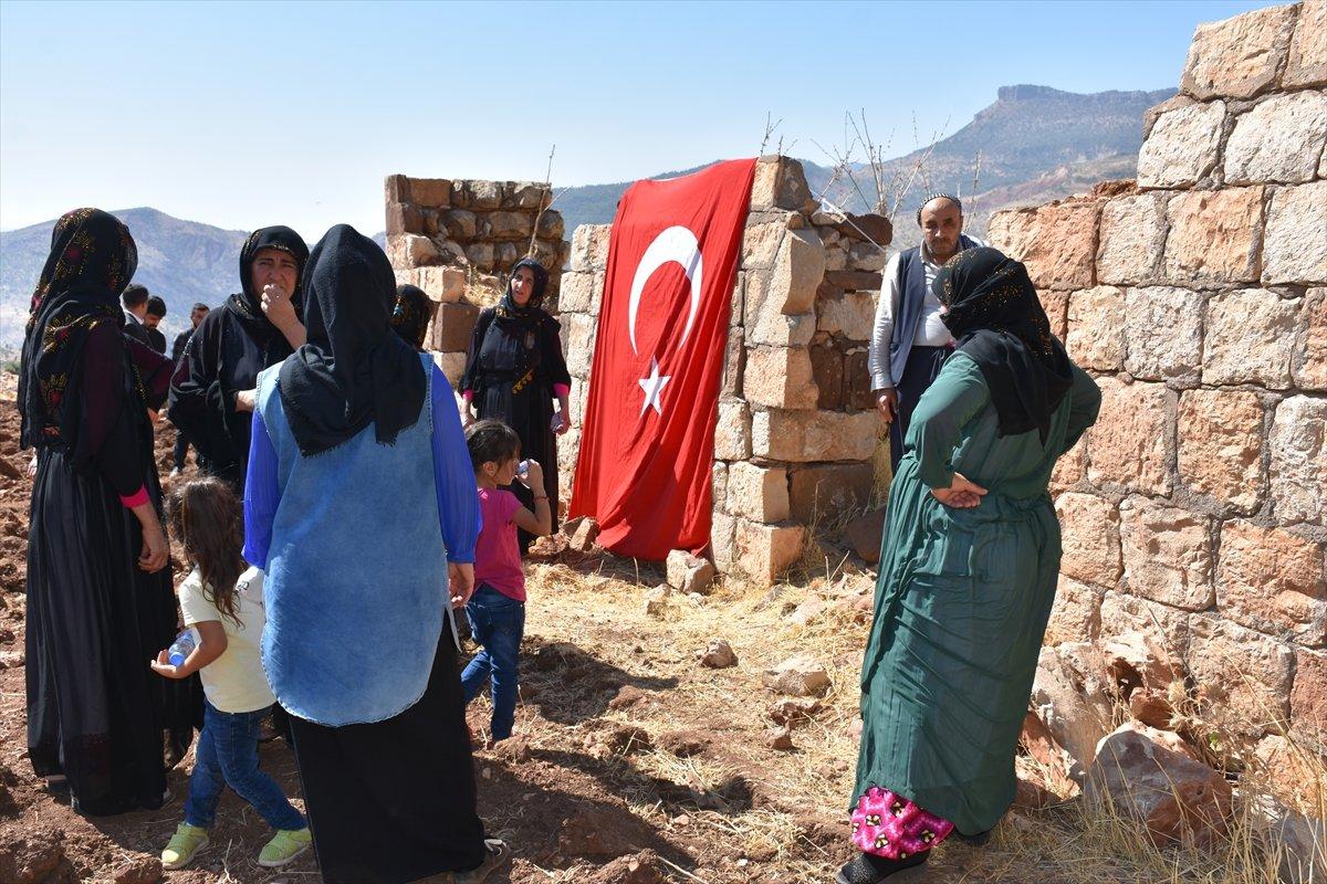 Şırnak'ta, PKK'nın 12 kişiyi katlettiği eve Türk bayrağı asıldı #5