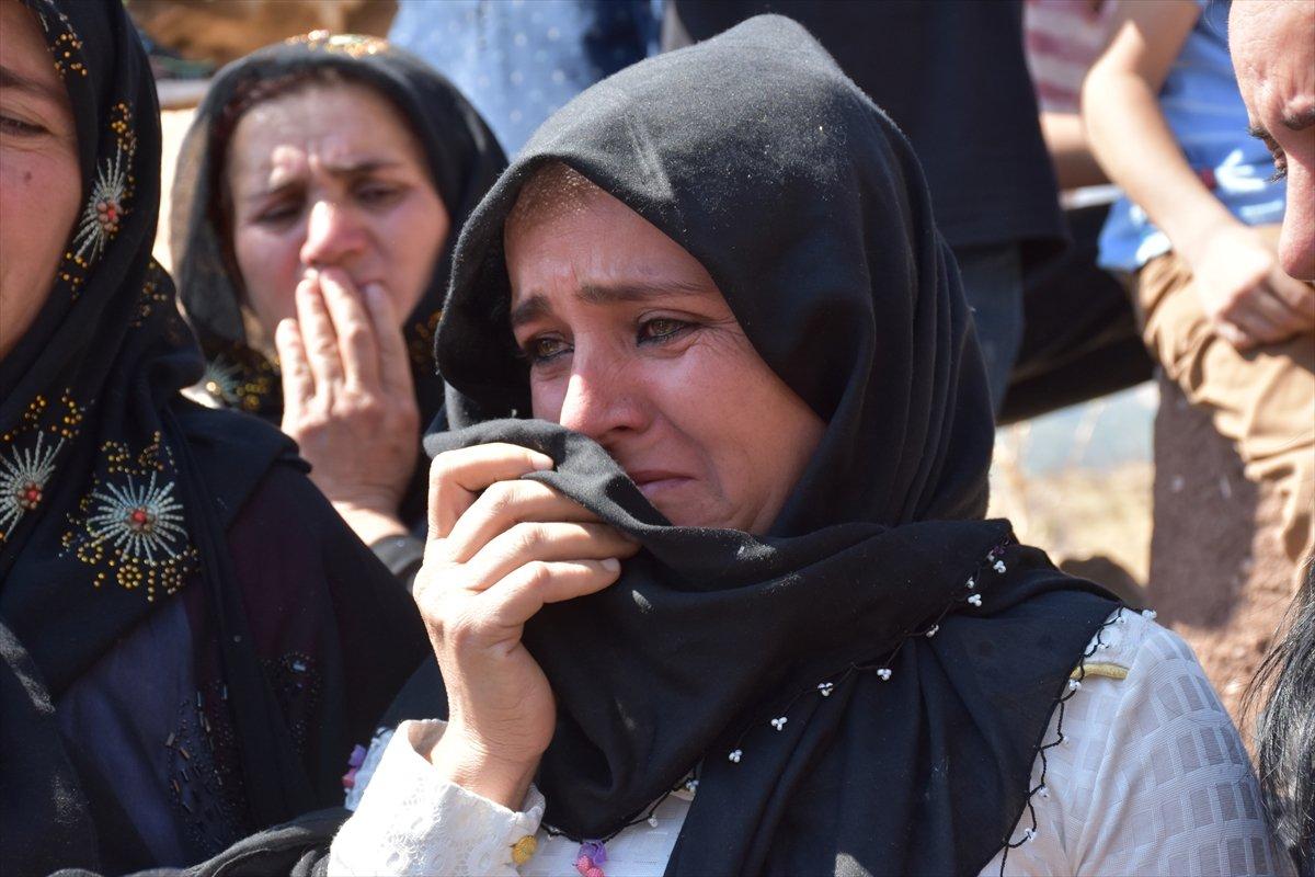 Şırnak'ta, PKK'nın 12 kişiyi katlettiği eve Türk bayrağı asıldı #8