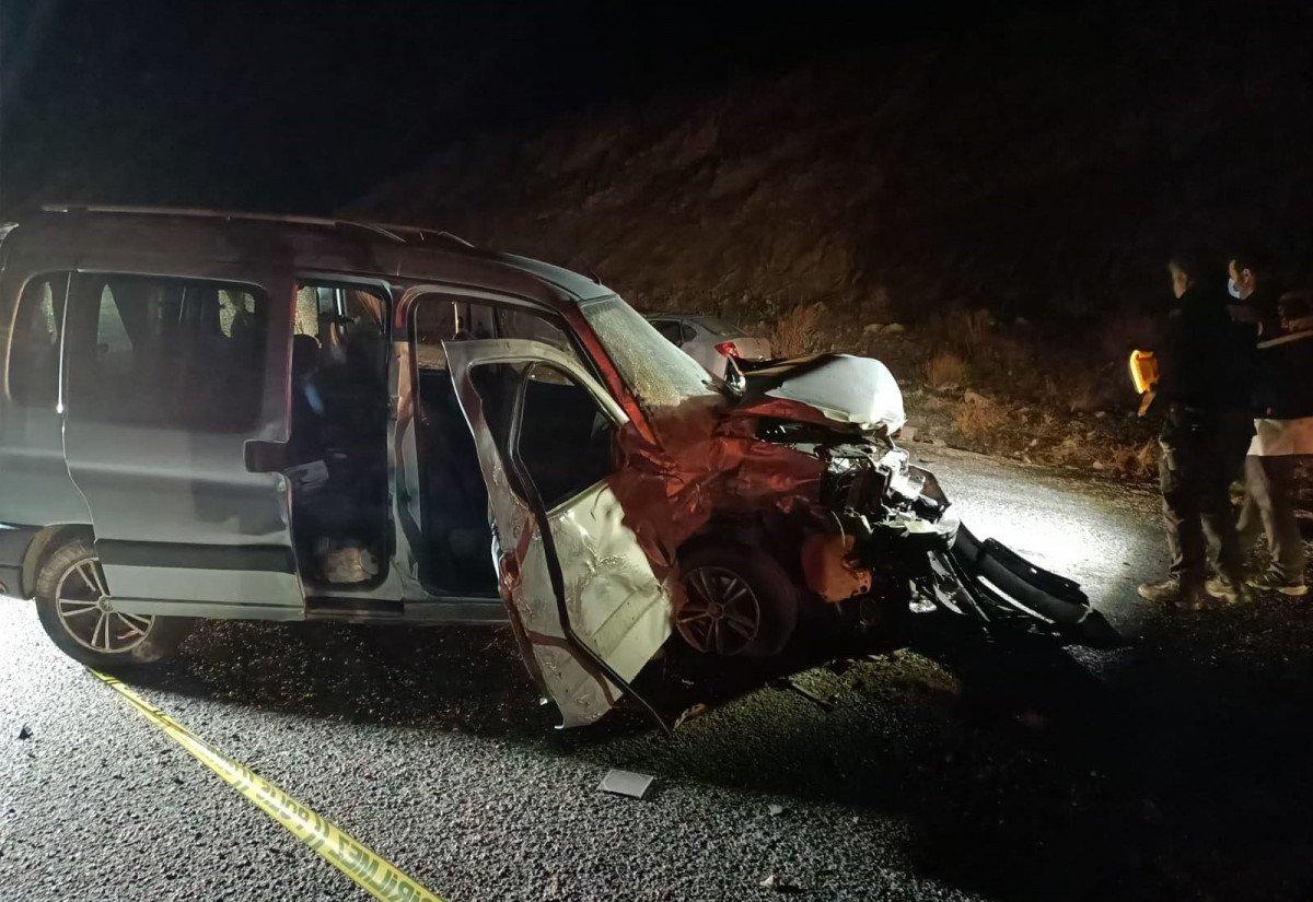 Sivas ta kaza: 2 ölü 3 yaralı #1