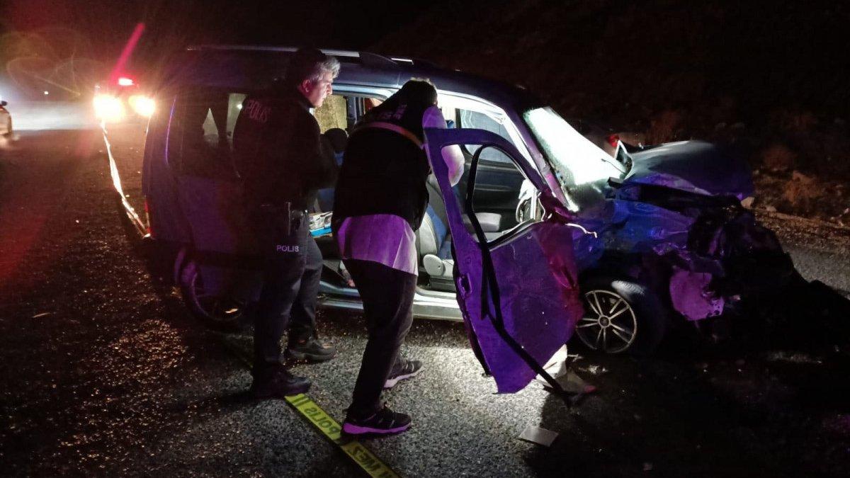 Sivas'ta kaza: 2 ölü 3 yaralı