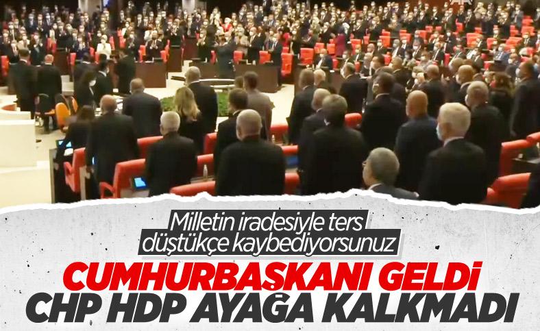 TBMM açılışında CHP ve HDP ayağa kalkmadı