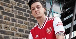 Arsenal Beklendiği Gibi Mesut Özil'i Premier Lig Kadrosuna Almadı