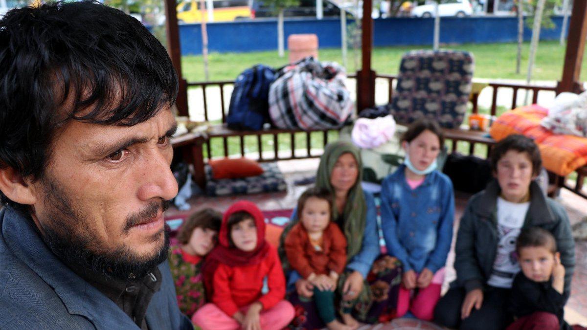 Afgan göçmenler parklarda yatıyor