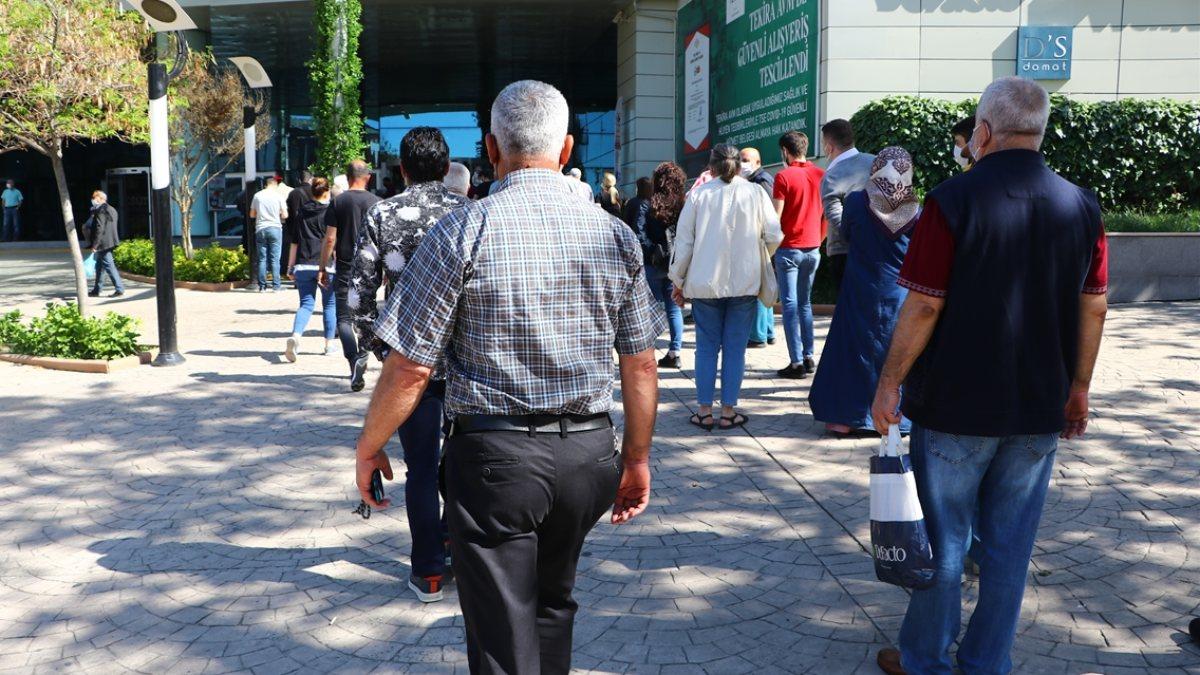 AVM'ler, 17 günlük aranın ardından kapılarını açtı