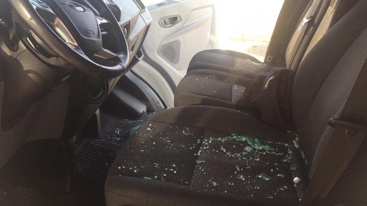 Bingöl'de ambulansa saldırıp camlarını...
