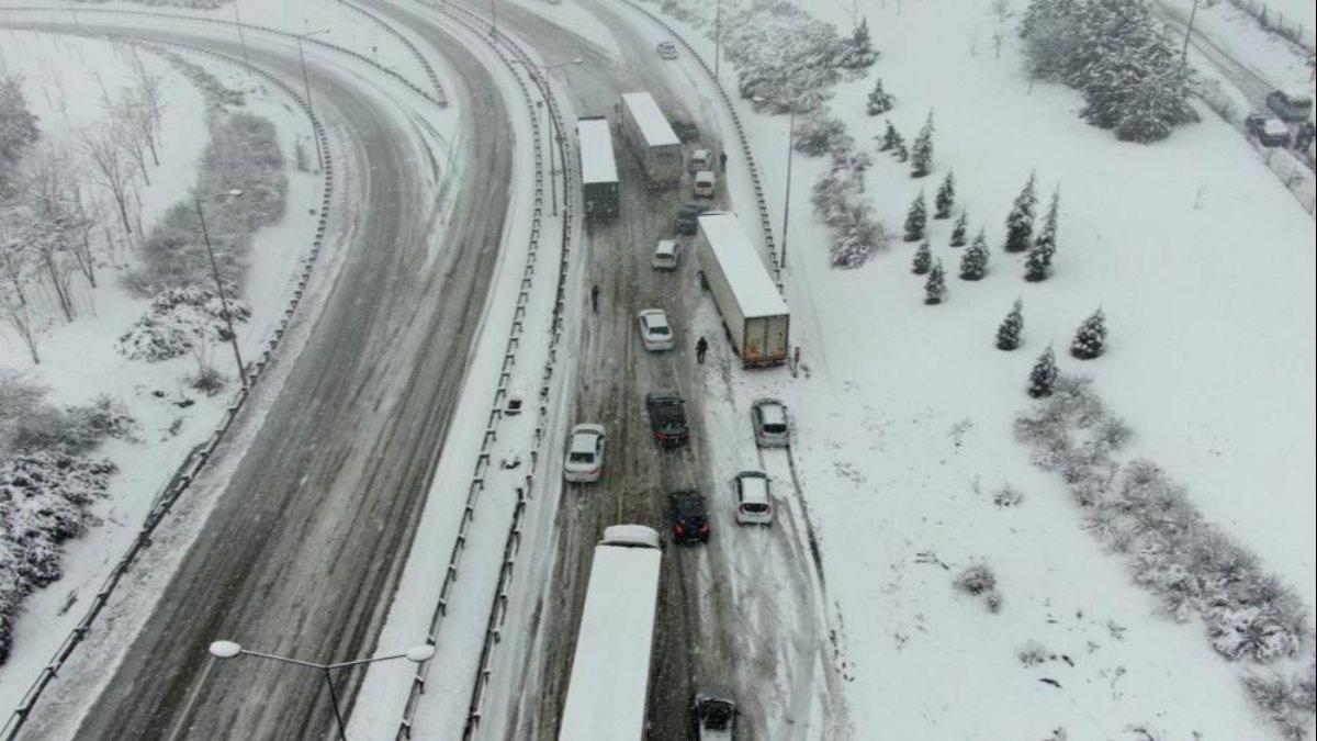 Bursa-İzmir arası ulaşıma kar engeli