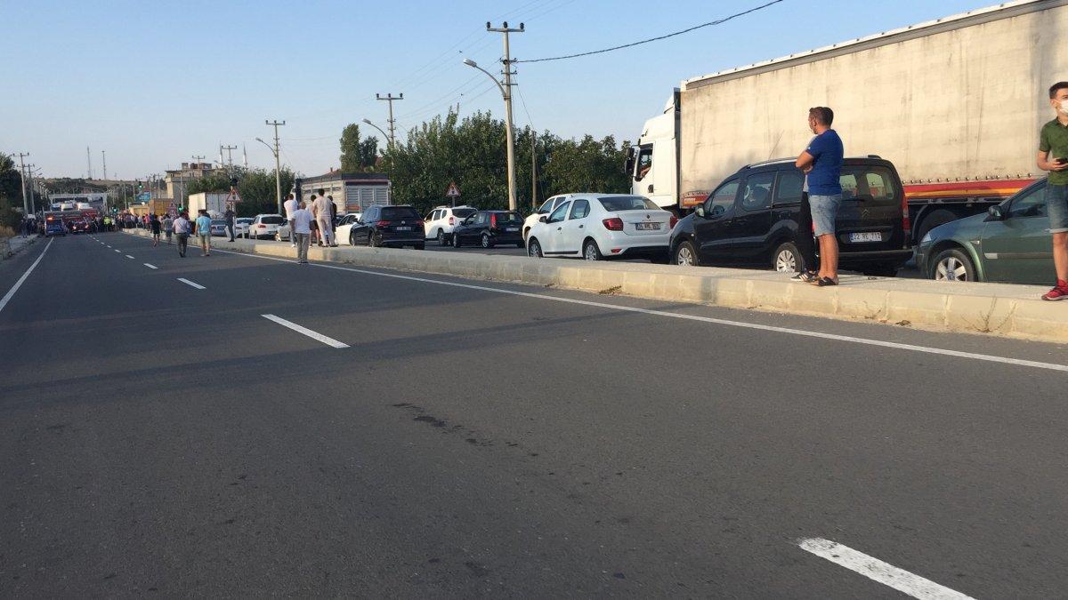 Edirne'de bisikletli çocuğa kamyon çarptı, mahalleli yolu kapatarak tepki gösterdi