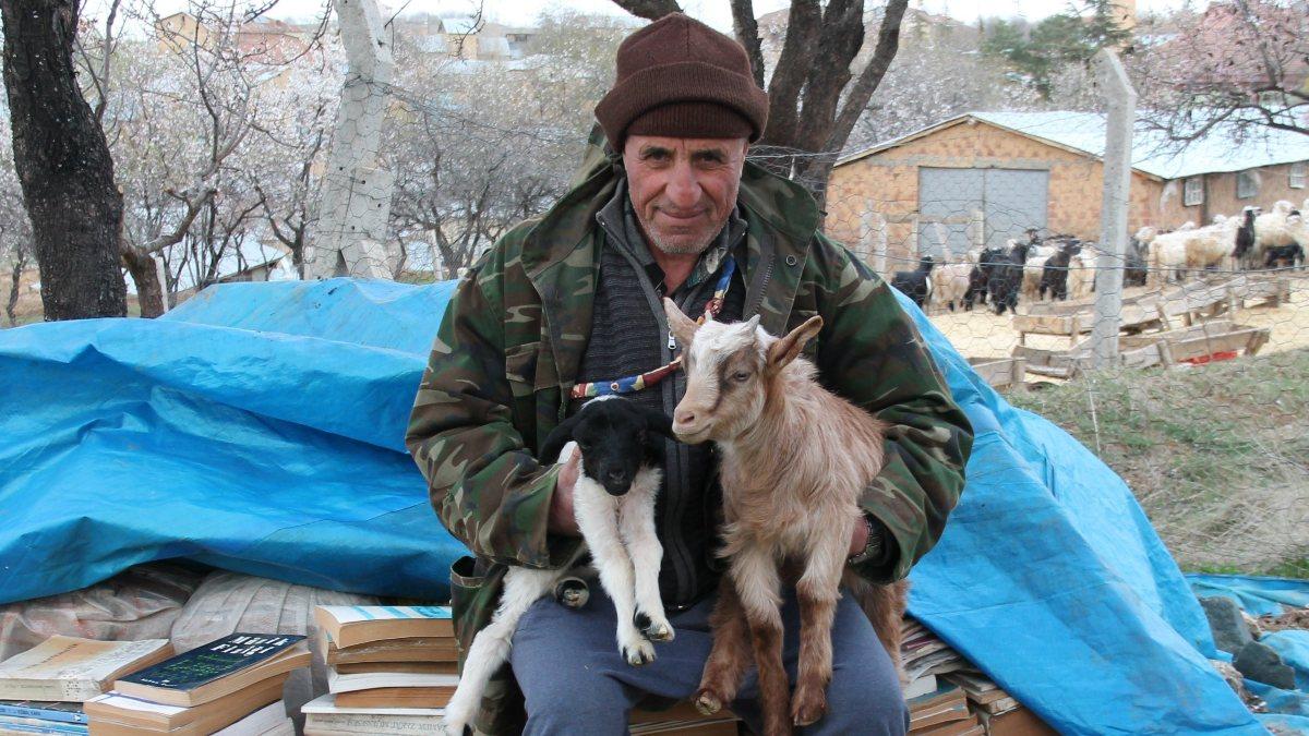 Elazığ'da yıllar önce bıraktığı üniversiteden 67 yaşında mezun oldu