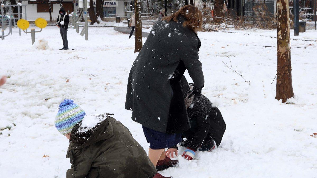 Fatma Şahin, çocukların kar eğlencesine ortak oldu