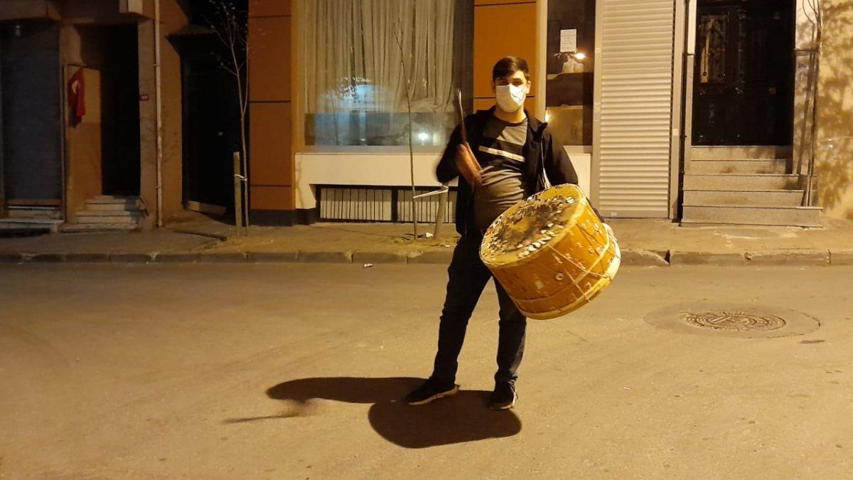 İstanbul'da Ramazan davulcularının ilk gün mesaisi