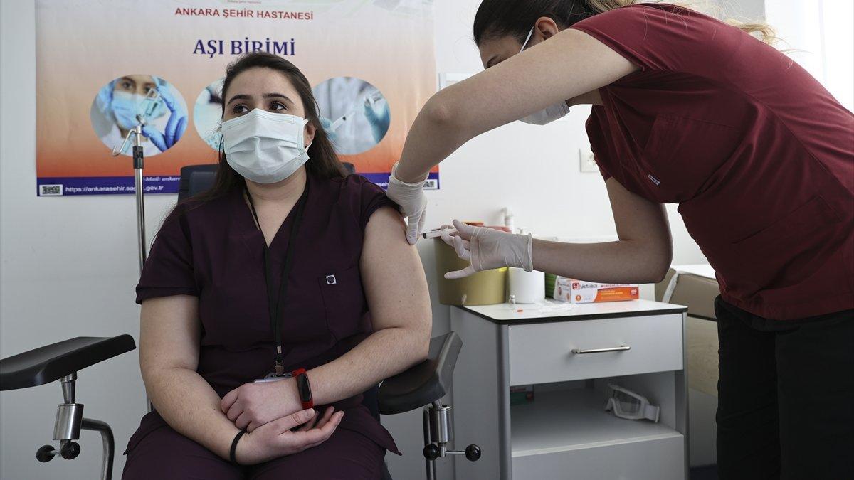 Sağlık çalışanlarına yönelik ilk doz aşılamada sona gelindi