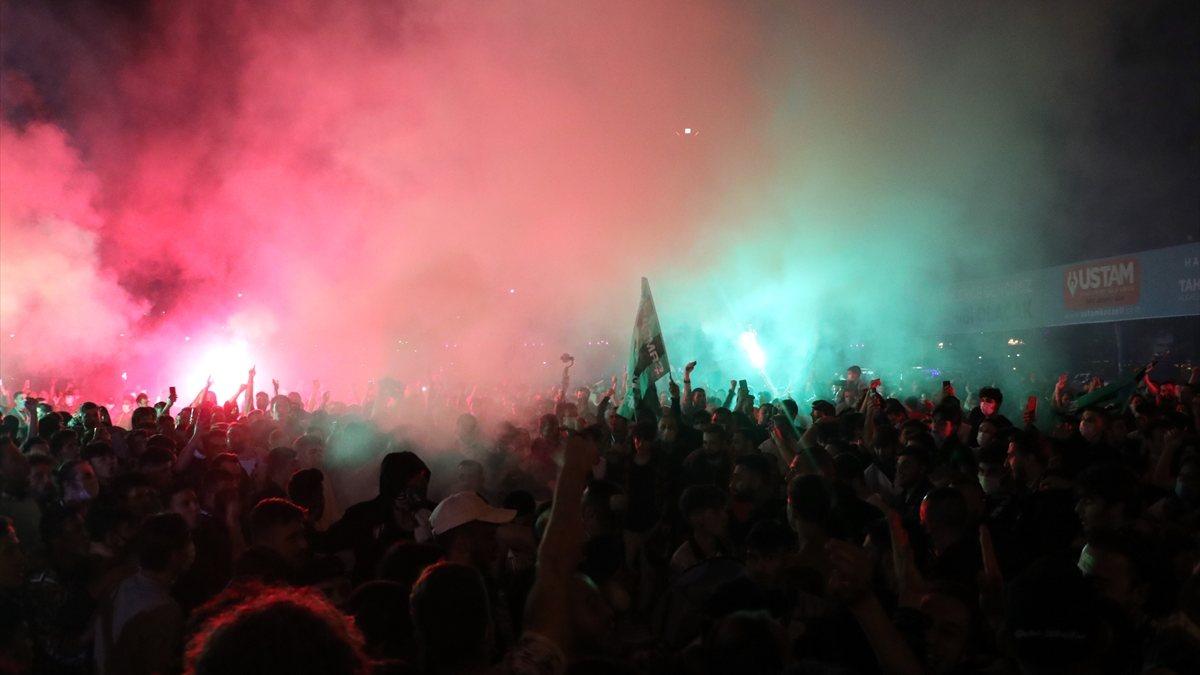 TFF 1. Lig'e yükselen Kocaelispor kentte coşkuyla karşılandı