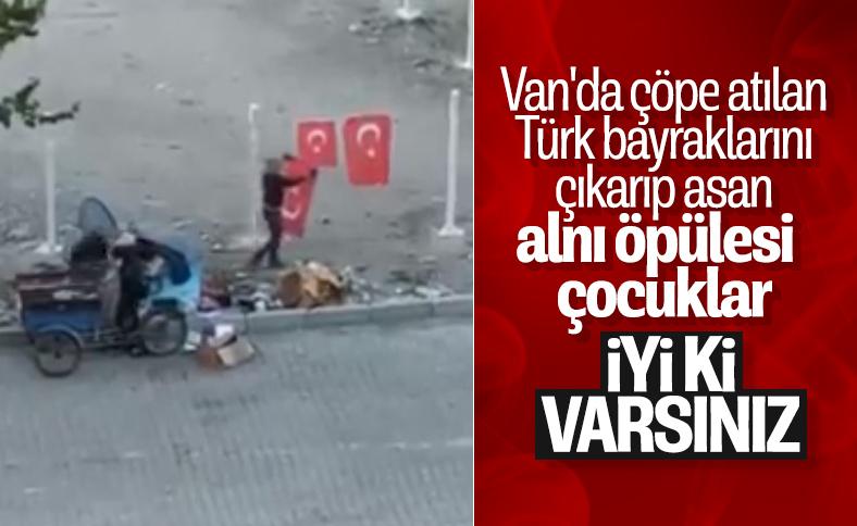 Vanda Türk bayrağını çöpten...