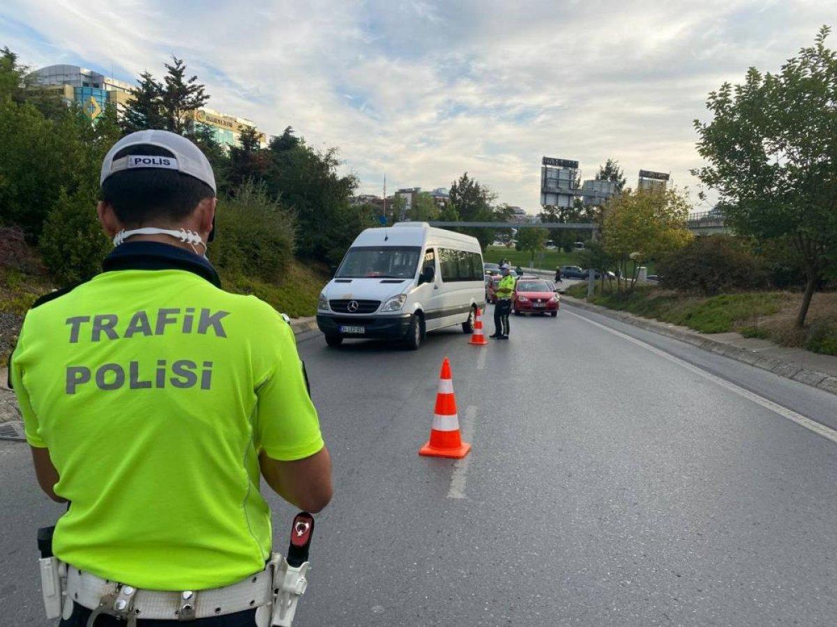 Üsküdar'da trafik ekiplerinden okul servislerine denetim #1