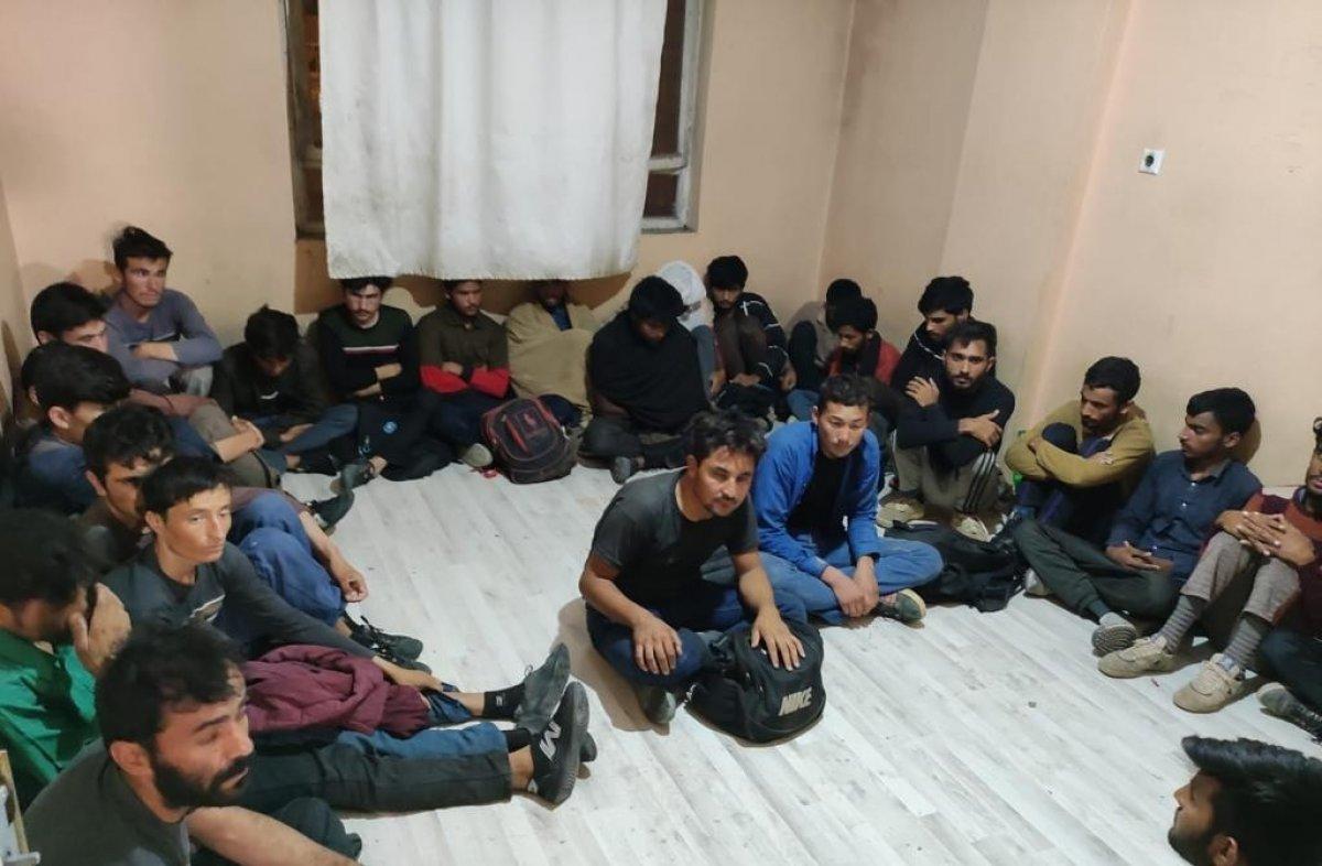 Van da 4 katlı binada 78 kaçak göçmen yakalandı #2