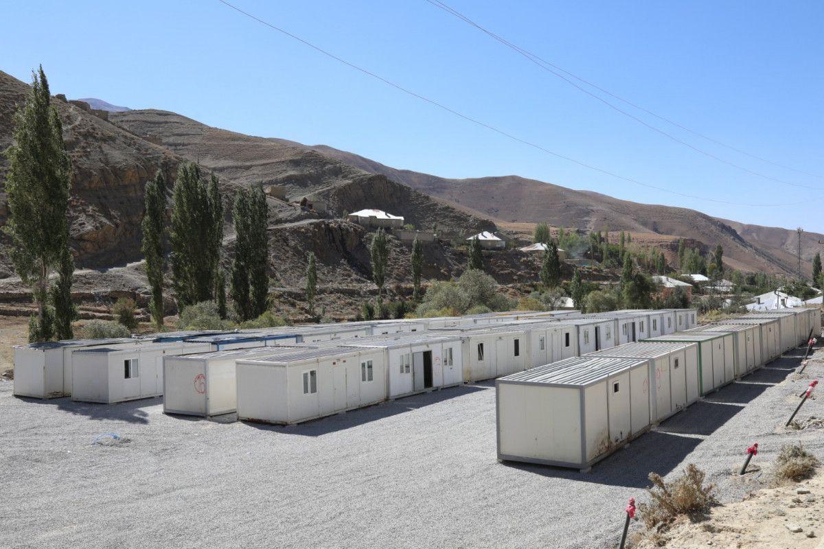 Van da selin yıktığı mahalleye konteynerler yerleştirildi #1