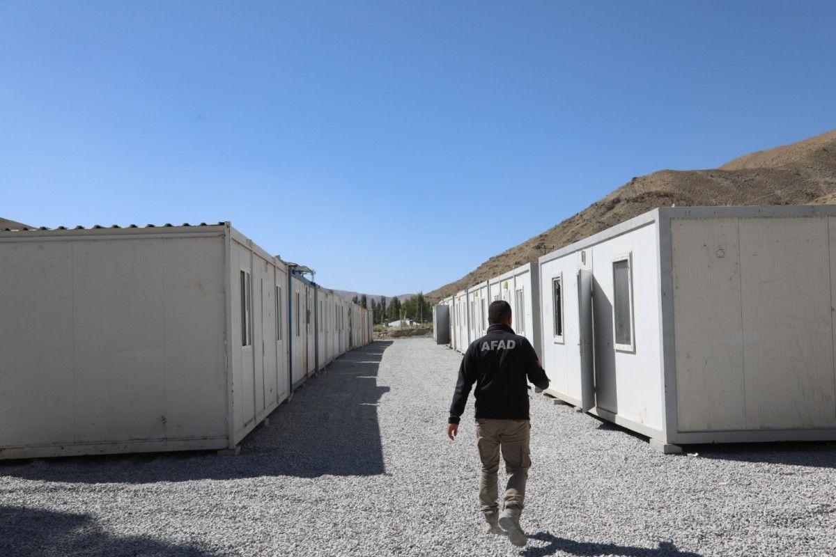 Van da selin yıktığı mahalleye konteynerler yerleştirildi #4