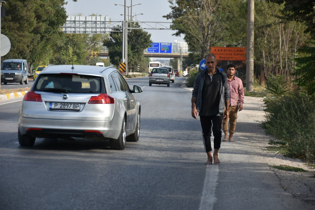 Yunanistan, para ve kıyafetlerini aldığı göçmenleri borularla dövüp, Türkiye ye itti #5
